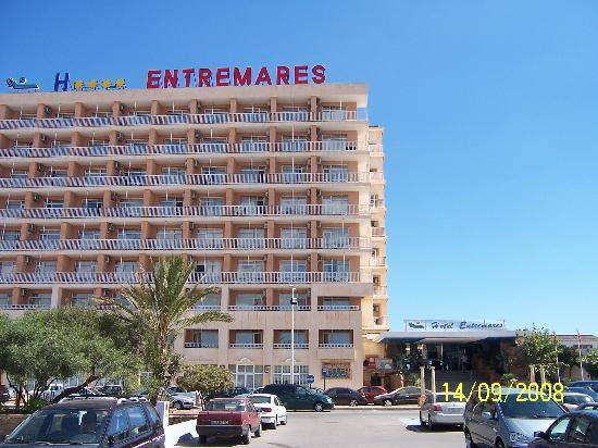 Hotel Entremares: Front view of hotel