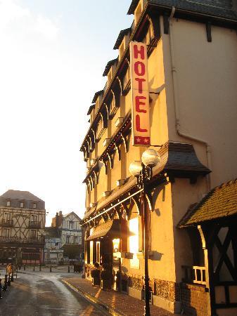 Hotel des Falaises : L'hôtel en hiver