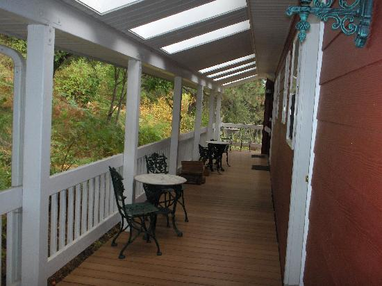 Hearthstone Elegant Lodge: back porch