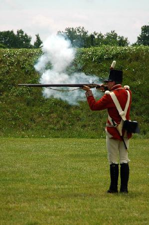 Niagara-on-the-Lake, Canada: musket demonstration