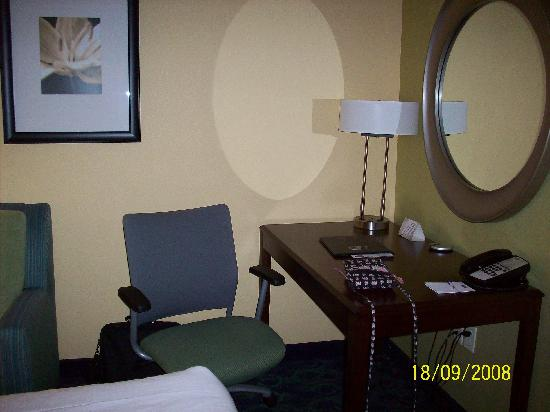SpringHill Suites Modesto : Desk area