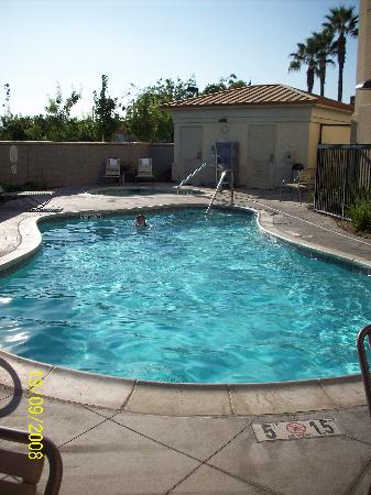 SpringHill Suites Modesto : Outside pool