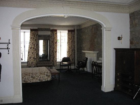 Hotel Le Cavalier du Moulin: Back of room- archway