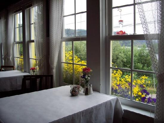 Historic Requa Inn: A table in the dining room