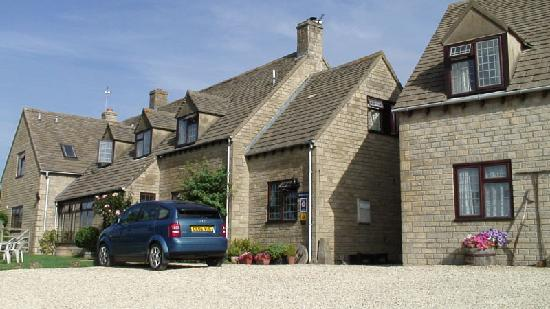 Corsham Field Farmhouse: very cozy