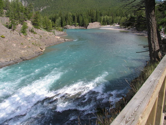 Banff, Kanada: 正面の岸がボート乗り場