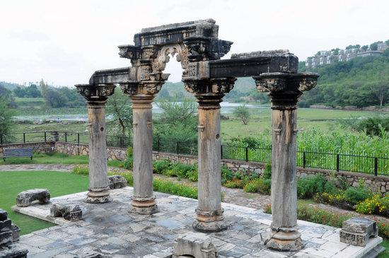 Udaipur, India: Porta di un tempio