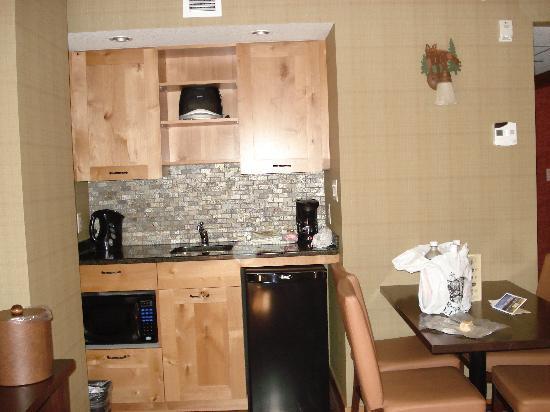 Fox Hotel & Suites: Suite Kitchen