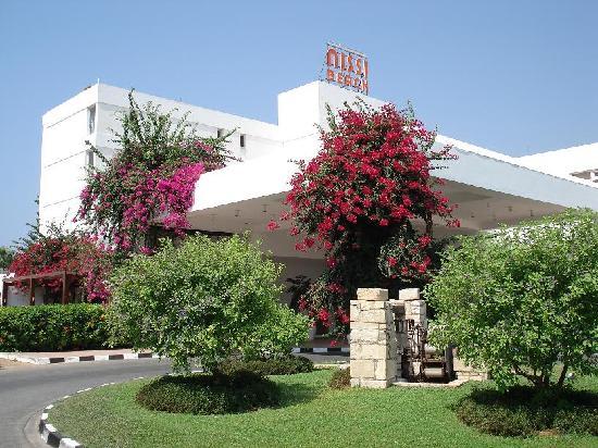 Nissi Beach Resort: Hotel entrance