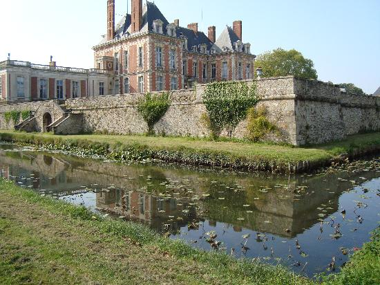 Yerres, Frankrike: South side of the Chateau