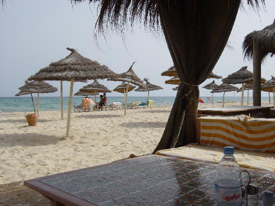 Alhambra Thalasso Hotel : Hotel beach