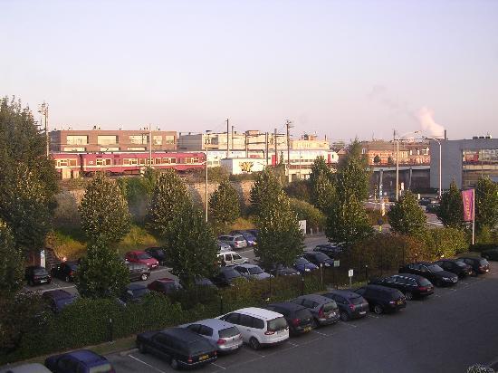 Campanile Brussels Vilvoorde: 部屋から撮影。左200m位で駅です。