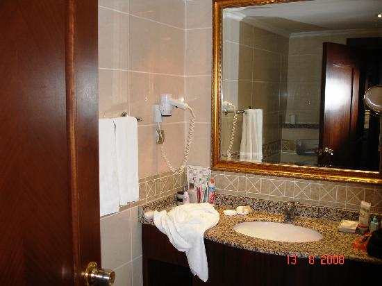 Delphin Palace Hotel: Bathroom
