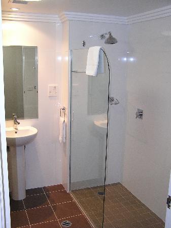Kiama Blue Hotel & Apartments: Bathroom