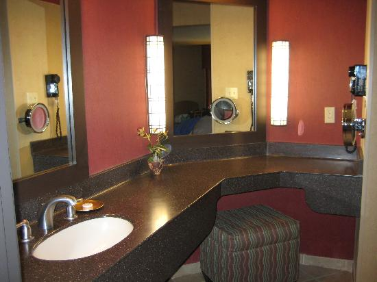 Adelaide Inn: The spacious vanity