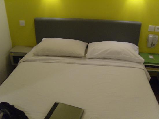 โรงแรมอมาริส ปังลิมาโพลิม: bed