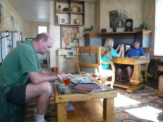 SkyRidge Inn Bed & Breakfast : Skyridge Inn Lounge