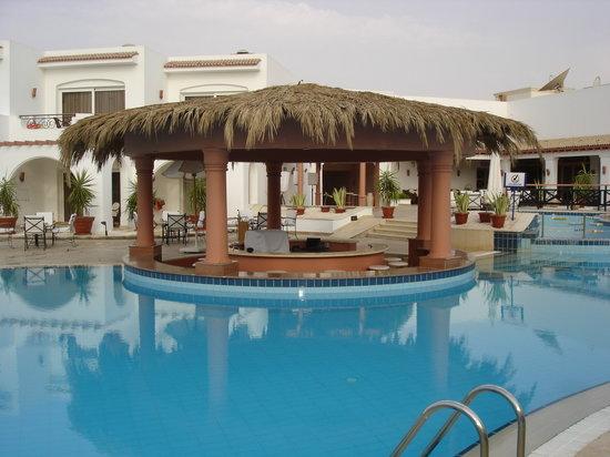 Iberotel Palace: Le bar de la piscine est super agréable