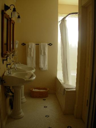 Hotel Eklund: Bathroom
