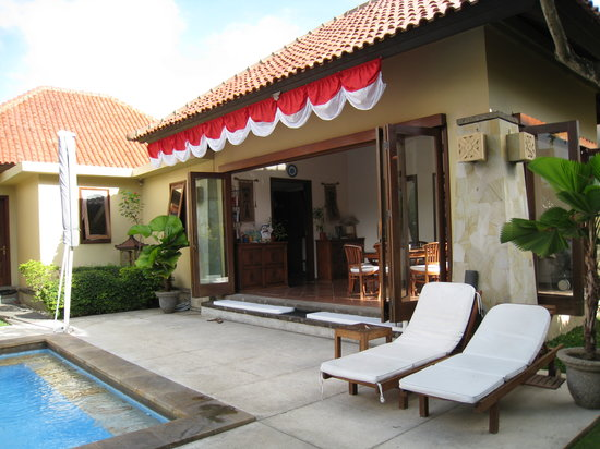 Pondok Ayu: Pool and breakfast areas