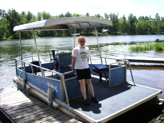 Whispering Pine Lodge: Old Blue pontoon you can rent for cheap