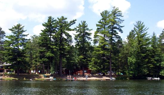 Whispering Pine Lodge: view of Whispering Pines from lake