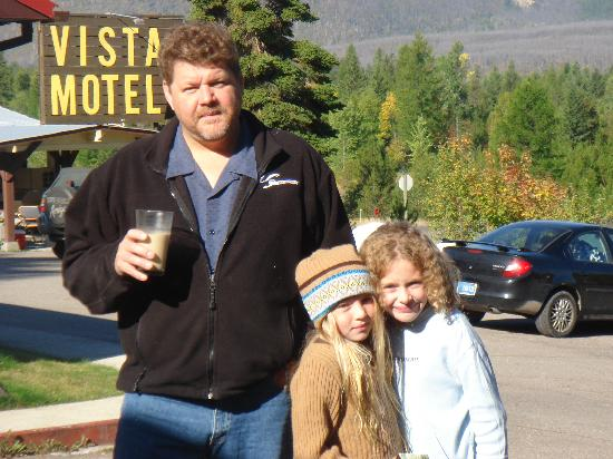Vista Motel: The fam at the Vista