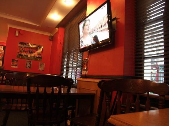 Smart Hyde Park View Hostel : breakfast news in TV