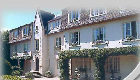 Castel Fleuri: exterieur côté jardin