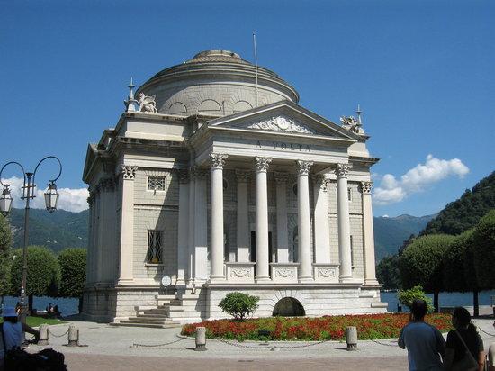 Como, Italy: Tempio voltiano