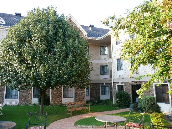 Staybridge Suites Dallas-Las Colinas Area: The lovely garden