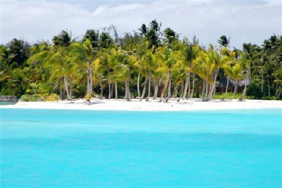 Four Seasons Resort Bora Bora: Four Seasons Bora Bora another beach view