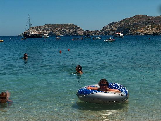 Renia Hotel Apartments: The beautiful beach and sea in Agia Pelagia