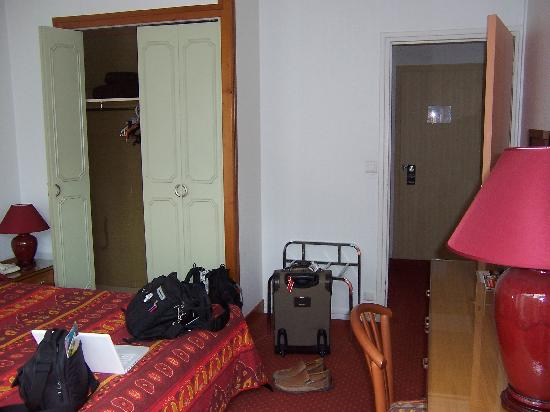 Citotel Criden: other view of the room (closet, entry door)