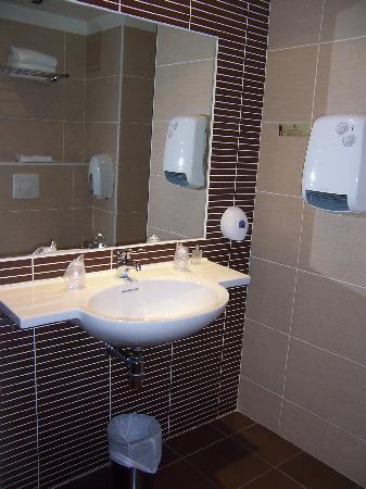 Citotel Criden: modern bathroom