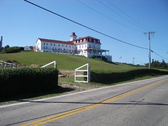 Spring House Hotel: Hotel from the road
