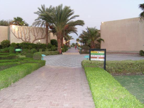 Royal Palace Hotel: to the beach