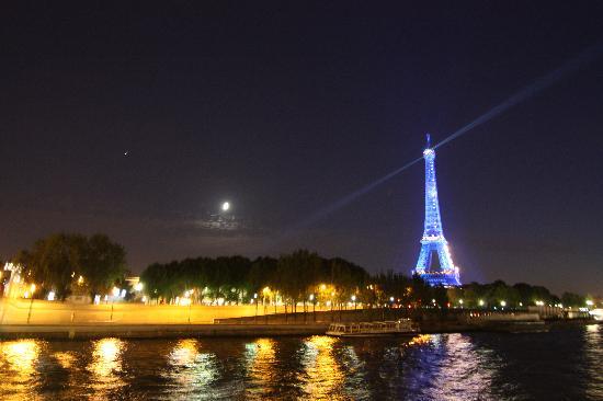 Hotel Terminus Montparnasse : Paris at Night