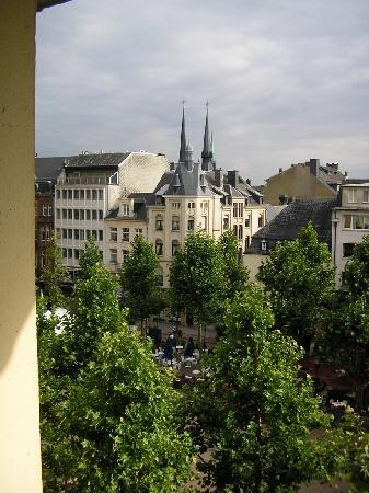 Hotel Francais: View from hotel room 54