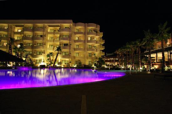 Protur Biomar Gran Hotel & Spa: Main pool area by night