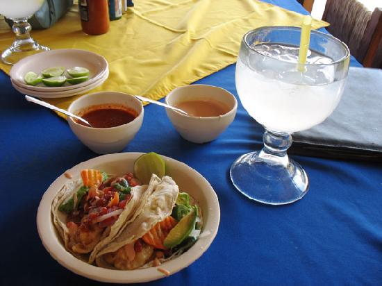 Mariscos Dona Concha : Yay shrimp tacos and limonade!