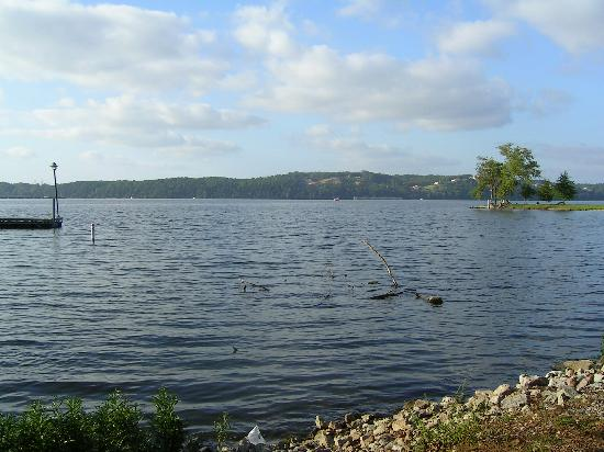 Inn at Pickwick Landing: View of the lake
