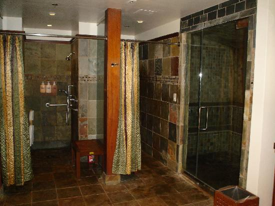 Showers & Steam Room - Picture of Spa Moana, Lahaina - TripAdvisor
