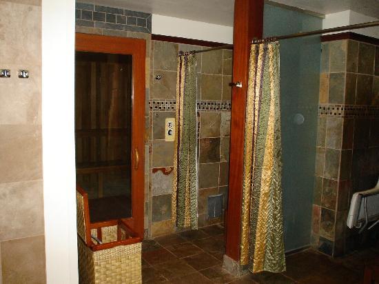 Spa Moana : Showers & Sauna
