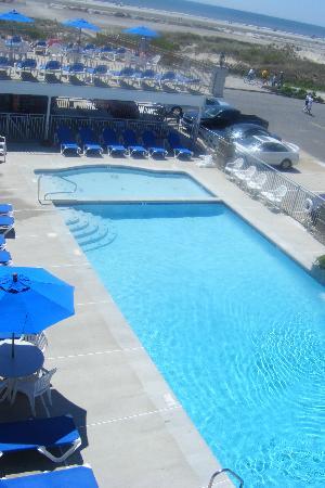 Fleur de Lis Beach Resort: New-Looking, Clean Pool