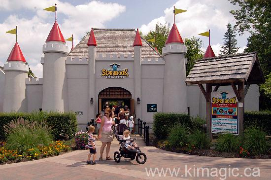 Best Western Plus Lamplighter Inn & Conference Centre: Storybook Gardens. Entrance