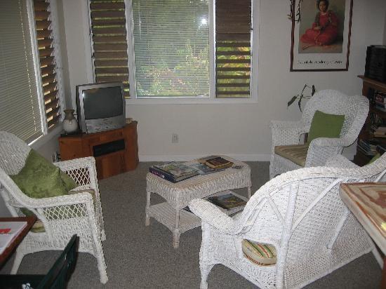 Kakalina's Bed and Breakfast: Living room Hale Kolu