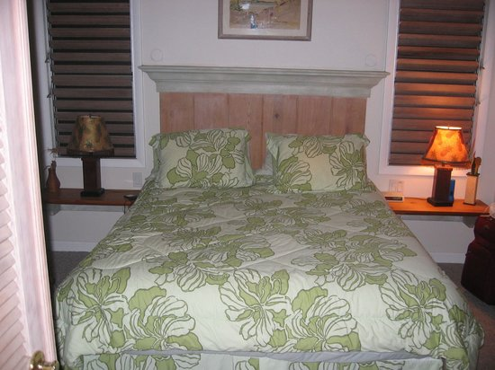 Kakalina's Bed and Breakfast: Bedroom in Hale Kolu