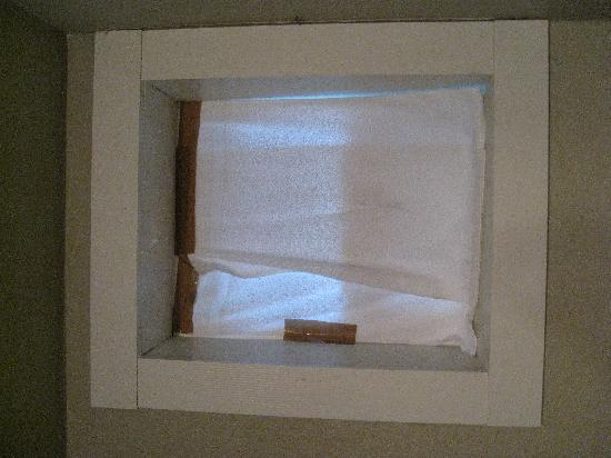 Alaska Coastal Lodging: Taped Window