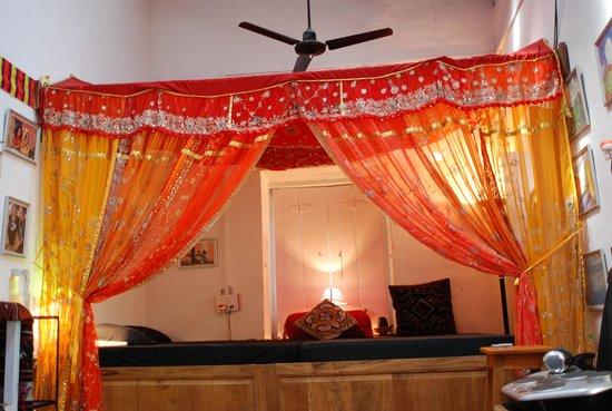 Casa Tres Amigos: Ein Bett mit Mosquitonetz